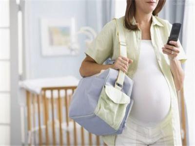 坐飞机的孕妇朋友每隔一个小时就走动走动
