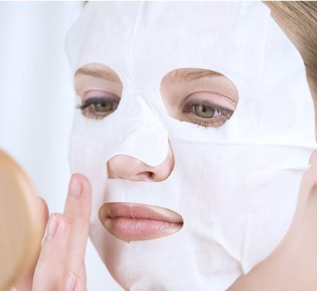 敷面膜超时会伤脸 支招正确护肤方法